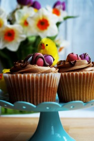 chocolate mini egg cupcakes